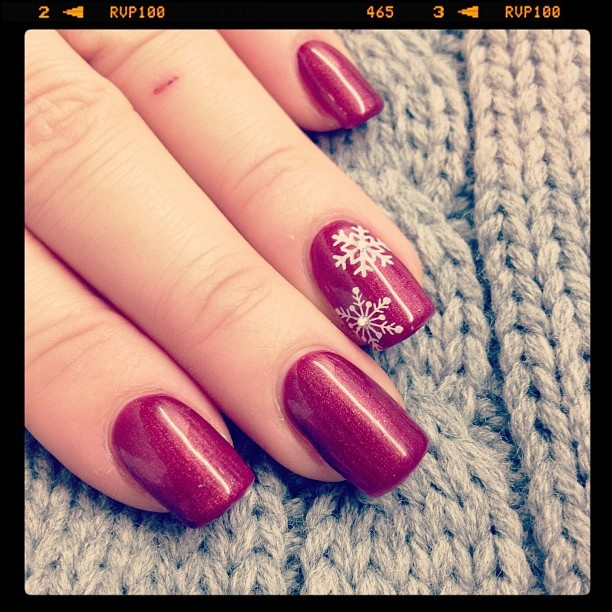 Nail art Natale fiocchi di neve in rosso