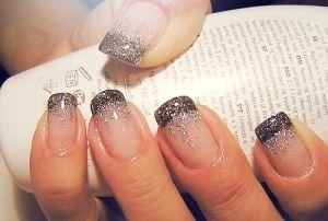 french manicure con brillantini