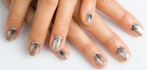 Come fare una ragnatela sulle unghie