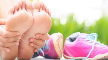 Come evitare i piedi gonfi